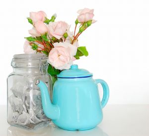 1204662_teapot_teabags_and_roses