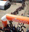 Kolejny REKOrd Guinnessa z Allegro i Fundacją Allegro All For Planet na Przystanku Woodstock!  - uczestnicy festiwalu złożyli 10 436 wiatraczków osiągając dwukrotnie lepszy wynik od dotychczasowego rekordu