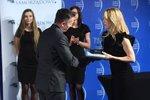 Monika Rajska-Wolińska, Partner Zarządzający, Colliers International, wręcza nagrodę Top Inwestycje,