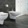 Urządź łazienkę tak, by do minimum ograniczyć brud i rozwój bakterii.